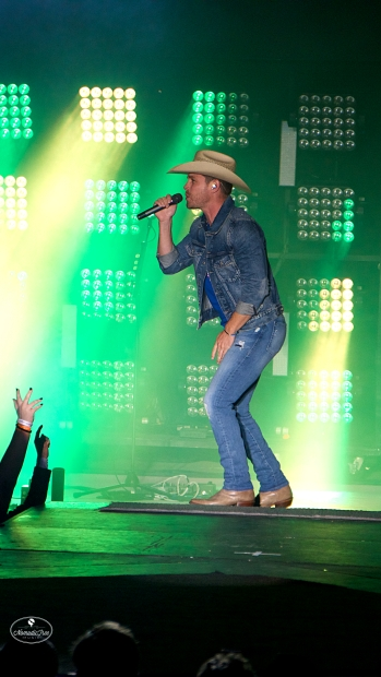 Dustin Lynch at Whitewater on October 20, 2018 Photos by Johnnie Walker