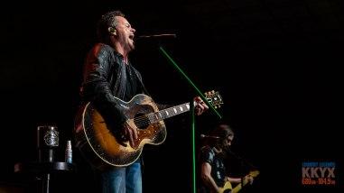 Gary Allan live at Kickin' for a Kure - July 20, 2019. (photos Johnnie Walker)