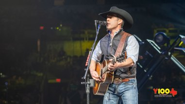 Aaron Watson live at the San Antonio Rodeo - February 9, 2020 (photos Johnnie Walker)
